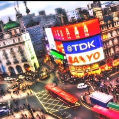 Student tours to London Picadilly Circus London Oh The Places You'll Go, Places To Travel, Places Ive Been, London Photography, City Photography, Top Attractions In London, Student Tours, Day Trips From London, Piccadilly Circus