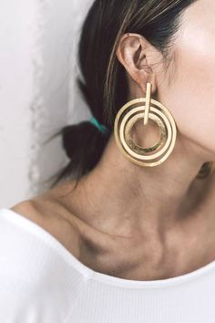 jewelry trends 2018 big statement earrings ladies Source by tabolowitsch Statement Jewelry, Gold Jewelry, Jewelry Box, Jewelry Accessories, Fashion Accessories, Jewelry Design, Fashion Jewelry, Gold Fashion, Jewelry Ideas