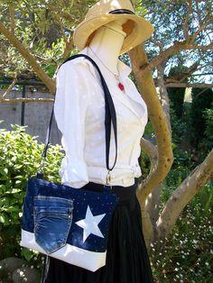 Sac en bandoulière en jean à paillettes avec une étoile argentée , bandoulière réglable , base en toile blanche imperméable lavable : Sacs bandoulière par cocoon-by-ln