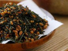 Le thé vert Genmaicha est un mélange de thé bancha avec du riz grillé et du riz soufflé. http://www.saveur-the.fr/boutique-de-the/le-the-genmaicha.html #thé #vert #genmaicha #sencha #riz