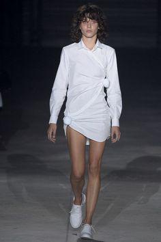 Jacquemus Spring 2016 Ready-to-Wear Collection Photos - Vogue
