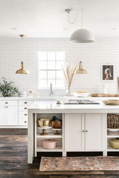 white farmhouse kitchen ideas See how interior designer Holli Rodrigues's tackled her kitchen reno by removing her upper cabinets and installing a textured subway tiled for an Old-World, Euro-chic vibe. White Farmhouse Kitchens, Home Kitchens, Kitchen White, Dream Kitchens, Modern Farmhouse, Bright Kitchens, Green Kitchen, Farmhouse Ideas, Country Kitchen