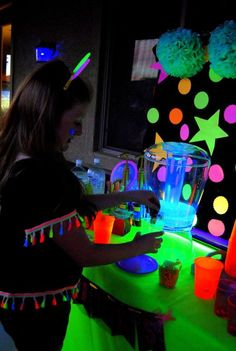 Quinceanera Party Planning – 5 Secrets For Having The Best Mexican Birthday Party Neon Birthday, 18th Birthday Party, Birthday Party Themes, Birthday Ideas, Glow In Dark Party, Black Light Party Ideas, Glow Stick Party, Glow Sticks, Neon Party Decorations