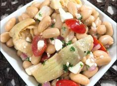 Mediterranean White Bean Salad's creamy white beans, sweet grape-tomatoes, salty feta, and earthy artichoke hearts make each bite different and delicious. Healthy Fruits, Healthy Foods To Eat, Healthy Snacks, Healthy Recipes, Juice Diet Plan, Soup Diet Plan, Med Diet, Cabbage Soup Diet, Mediterranean Diet Recipes