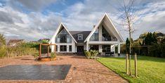 brand bba architecten, duurzame woning Villa, Cabin, House Styles, Modern, Home Decor, Homemade Home Decor, Trendy Tree, Interior Design, Cottage