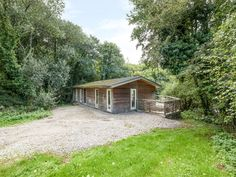 Rating 5 Star PET FREE. Click picture to view next 5 months price and availability. This ground floor lodge is situated in Lanreath, Cornwall and can sleep four people in two bedrooms.