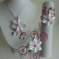 Parure collier, bracelet, serre tete  blanche et fushia