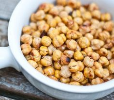 Healthy snack: salt & vinegar roasted chickpeas. Full of protein and slow-release carbs. And soooo good!