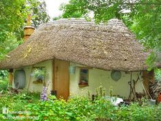 This quaint cob cottage in Deddington, England cost almost nothing to build. The clay for the cob came from the site and the long straw for the thatch came from a few fields away. Poplars were planted by Michael 8 yrs before they were felled for joists. Reclaimed floorboards & windows were donated. Water comes from an old well and a spring. Apart from some additional straw and thatching pins it cost nothing to build and used no power tools in its construction.