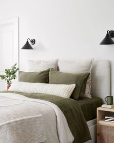 La Duna Lumbar Pillow Oversized Lumbar Pillow with Textured Stripes Bedroom Green, Modern Bedroom, Green Bedding, Bedroom Decor Natural, Olive Green Bedrooms, Olive Bedroom, 1930s Bedroom, Bedroom Romantic, Pretty Bedroom