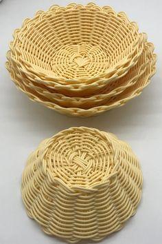 Raffia Crafts, Bamboo Crafts, Making A Gift Basket, Basket Weaving Patterns, Willow Weaving, Flower Girl Basket, Rattan Basket, Basket Decoration, Baskets On Wall