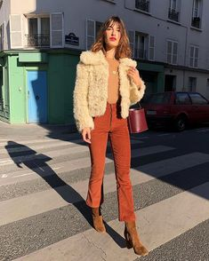 Build your outfit around a great cropped faux-fur coat like Parisian Jeanne Damas's. Girls Winter Outfits, Winter Dresses, Fall Outfits, Casual Outfits, Black Outfits, Outfit Winter, Winter Wear, Cozy Outfits, Outfits 2016