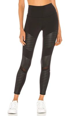 7/8 High Waist Moto Legging alo Black Denim Shorts Outfit, Black Leggings, Short Outfits, Chic Outfits, Summer Outfits, Sweatpants Outfit, Sweaters And Jeans, Casual Street Style, Revolve Clothing