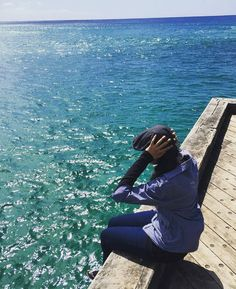 Iam the ocean Iam the sea. There is a world inside of me. #roadtrip #road #longdrive #sun #sunrise #sky #skyline #skyporn #clouds #dark #sunrays #ocean #oceanside #greatoceanroad #beach #victoria #visitvictoria #melbourne #australia #wandering #wanderlust #travelgram #traveling #exploring #instanature #naturelovers #naturephotography #nature by amzal.28