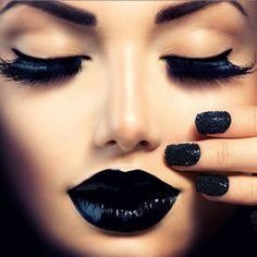 《Paint it black》 makeup  black on black  eyes and lips https://images.blogthings.com/whatshadeoflipstickshouldyouwearquiz/black.jpg