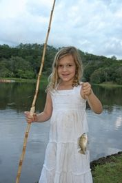 Learn how to make a cheap homemade fishing pole for kids using a simple stick and empty thread spool. Originally published as Kids Fishing Poles, Fly Fishing Rods, Fishing Knots, Fishing Girls, Carp Fishing, Best Fishing, Trout Fishing, Fishing Jig, Ice Fishing