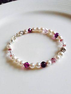 fe12cc8f8c7 Pulsera de Cristales y Perlas Blancas y Violetas Pulseras De Cristal