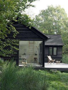 fijn scandinavisch zomerhuis design wonen filing black