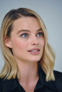 Margot Robbie at the 'I, Tonya' Press Conference at the Four Seasons Hotel, Beverly Hills, California; Margot Elise Robbie, Margo Robbie, Actress Margot Robbie, Margot Robbie Harley, Danielle Panabaker, Colored Curly Hair, Fancy Hairstyles, Girls Makeup, Gal Gadot