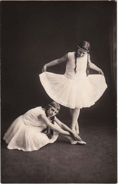 Google Image Result for http://fc07.deviantart.net/fs43/f/2009/148/d/b/Vintage_ballet_girls_by_MementoMori_stock.jpg