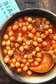 Chickpeas in a tomato sauce. Plant Based Recipes, Tomato Sauce, Chana Masala, Finger Foods, Vegan Recipes, Food And Drink, Tasty, Lunch, Dinner