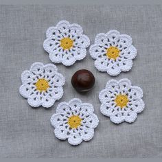 Crochet flowers Daisy crochet Flower applique Mini doilies