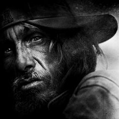 This post showcase stunning black and white portraits of homeless people taken by Lee Jeffries. He started taking homeless people photos when he met a young Lee Jeffries, Face Photography, People Photography, Street Photography, Black And White Portraits, Black And White Photography, Black And White People, Face Wrinkles, Homeless People