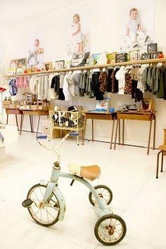 Window Display - VM - Store Interior - Peppin Boutique