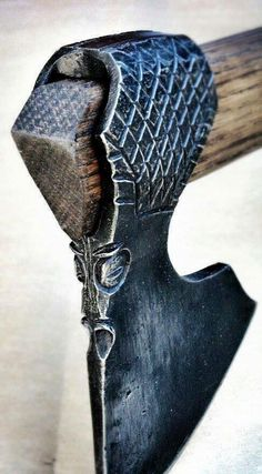 The Design of Viking axes The Viking axe consisted of two main parts: the axe head and the axe haft (the handle). Machado Viking, Vikings, Tomahawk Axe, Viking Axe, Beil, Axe Head, Battle Axe, Arm Armor, Fantasy Weapons