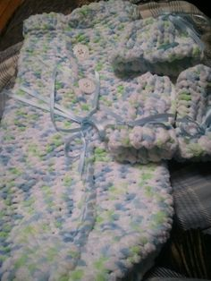 loom baby cocoon set, hat and hand mitts