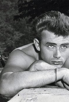 El post de los actores y actrices de cine clásico James Dean