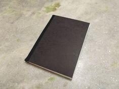 Video Aula: Como fazer um Sketch Book passo a passo Notebook, Scrapbook, Sketch Books, Blank Page, Overhead Press, Creative, Step By Step, Artists, Scrapbooks