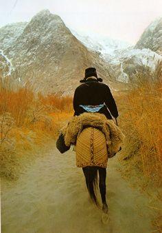 """Wakhan, Afghanistan. """"Caravanes de Tartarie"""" de Roland & Sabrina Michaud, Editions Le Chêne, 1983."""