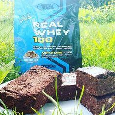 brownie z dodatkiem tego bialeczka sztos... 2 puszki czerwonej fasoli,  2 banany,  3 jajka,  slodzik,  30g kakao,  30g odzywka zblendowac i 40min 180st.#cake #rafaello #chocolatecake #ciasto #kakao #whey100 #hardwork #cakeprotein#instafitlife #instafood #foodporn #fitfood #polishfitgirl #polishgirl #hardgirl #highprotein #highcarb #instagirl #powergirl#ckd #bodybuilding #potreningu #coconut #protein #brownie #kolacjamistrzów #sniadaniemistrzow #paleo #cocoa