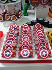 Risultati immagini per festa super heróis clean Hulk Birthday, Superhero Birthday Cake, Avengers Birthday, Boy Birthday, Superhero Party Favors, 15th Birthday, Birthday Ideas, Captain America Party, Captain America Birthday