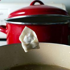 Pancit Molo (Filipino Pork Dumpling Soup) - FMITK: From My Impossibly Tiny Kitchen Vietnamese Recipes, Filipino Recipes, Vietnamese Food, Dumplings For Soup, Dumpling Recipe, Molo Recipe, Phillipino Food, Pancit, Wonton Wrappers
