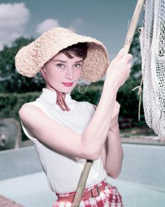 Audrey Hepburn's Favorite #Perfumes & the Stories Behind Them: A fine taste for fragrance for the hyper-elegant #AudreyHepburn