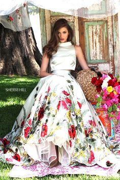Sherri Hill dresses are designer gowns for television and film stars. Find out why her prom dresses and couture dresses are the choice of young Hollywood. Cute Prom Dresses, Elegant Dresses, Beautiful Dresses, Formal Dresses, Vestido Charro, Bridal Elegance, Prom Girl, Indian Designer Wear, Indian Outfits