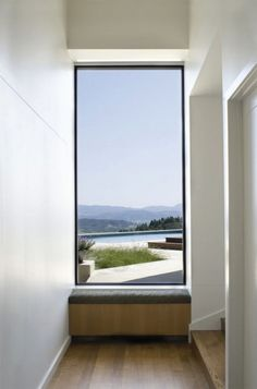 Modern architecture blurs the line between walls and windows. See the best of modern windows in most unconventional sizes, frames, and shapes. Contemporary Windows, Modern Windows, Contemporary Garden, Garden Modern, Contemporary Kitchens, Contemporary Bedroom, Interior Architecture, Interior And Exterior, Interior Design