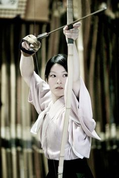 Left Arm: Miko Archer + Crows: This is an entire pinterest board on Japanese archery (kyudo). Reference shots? https://www.pinterest.com/goguette/ky%C5%ABd%C5%8D/