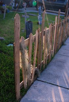 Unique Tips Can Change Your Life: Gray Front Yard Fence Front Yard Deer Fence.Modern Fence Lighting Privacy Fence Screen Home Depot. Scary Halloween Masks, Fröhliches Halloween, Halloween Graveyard, Outdoor Halloween, Halloween Decorations, Diy Halloween Fence, Outdoor Decorations, Halloween Costumes, Wood Pallet Fence
