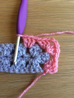 Easy Crochet Stitches, Crochet Blocks, Granny Square Crochet Pattern, Afghan Crochet Patterns, Crochet Squares, Crochet Granny, Knit Crochet, Granny Squares, Crochet Instructions