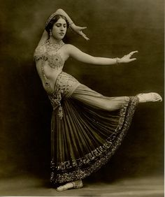 Sahary Djeli… Mysterious Exotic Oriental Dancer Stunning Portrait in Exquisite Pose and Sensual Costume Original RARE Antique French Collectors Photo Postcard by Talbot of Paris (Written in Burlesque Vintage, Dance Oriental, Style Oriental, Tanz Poster, Mädchen In Bikinis, Photo Vintage, Tribal Belly Dance, Belly Dance Costumes, Belly Dancers