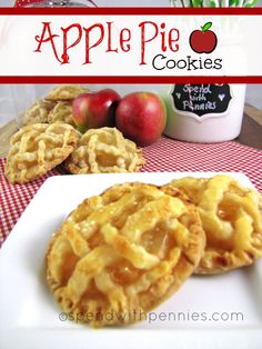 Try Apple Pie Cookies! You'll just need Ingredients, 1 box ready to use pie crust crusts total), 1 can apple pie filling, 1 egg white, tablespoons. Apple Desserts, Cookie Desserts, Apple Recipes, Cookie Recipes, Delicious Desserts, Dessert Recipes, Yummy Food, Apple Pie Cookie Recipe, Apple Pie Cookies