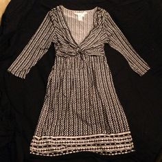 Max Studio size Small Dress Really flattering in the tummy area, great Postpartum! Silky material, 3/4 sleeves. Slightly above knee length. Perfect for the Office. Black and White. Can be dressed up or down, barely worn. Max Studio Dresses Midi
