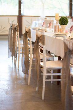 Ha nem szeretnél a huzat varrással bíbelődni, megteszi a zsákvászon megkötő is! Table Decorations, Wedding, Furniture, Vintage, Home Decor, Valentines Day Weddings, Decoration Home, Room Decor, Home Furnishings