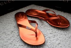 Authentic Gucci Classic Womens Genuine Leather Sandals Flip-flops Flat Shoes Made in Italy – Red Copper US 6.5 Review