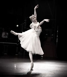 Iana Salenko in La Sylphide Photo D ZsaZsa Bellagio Ballet Pictures, Dance Pictures, Ballet Poses, Ballet Dancers, Ballerina Doll, Ballet School, Dance Like No One Is Watching, Shall We Dance, Dance Lessons