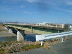 The Moroi-bridge over Haranoyagawa(river) in Moroi,Fukuroi,Shizuoka prefecture. 袋井市原野谷川諸井橋が古く危険なので耐震工事を地元の久保田龍平氏の提案で袋井市が実行した、2016-2018年。