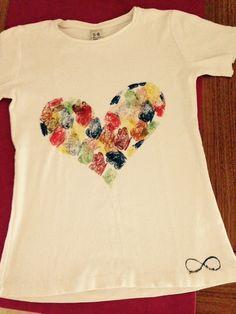 Camiseta pintada a mano .
